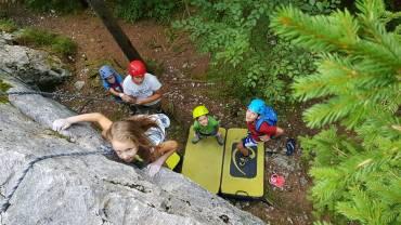 Plezalna delavnica – Razvoj otroka, elementarne igre, plezalne igre za otroke